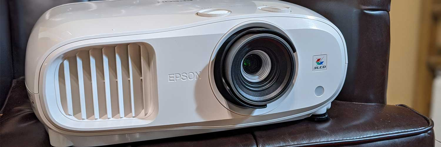 What are the Advantages and Disadvantages of Projector